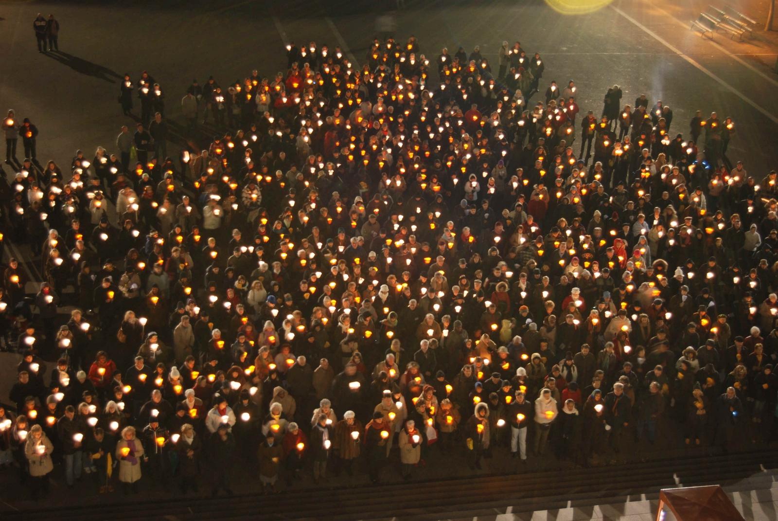 Virgen de los Milagros de Almaguer da Esperanza ante la Guerrilla, Colombia (31 mar, 18 oct)