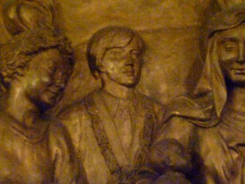 Bajoerrelieve de la Cripta del Padre Pio con Aimón (detalle)