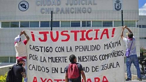 Manifestacion-estudiantes-desaparecidos-Mexico-DPA_CLAIMA20141107_0209_27