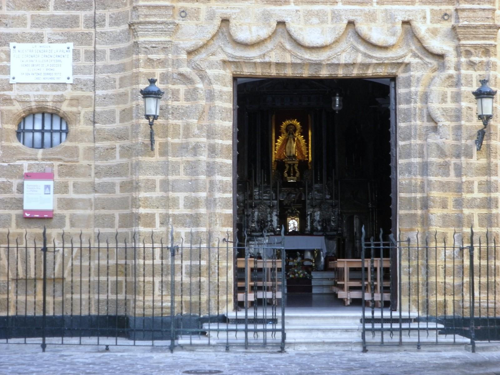 Nuestra Señora de la Palma Coronada de Cádiz, Detiene un Tsunami, España (1 nov)