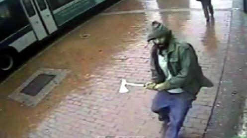 atacante musulman con un hacha
