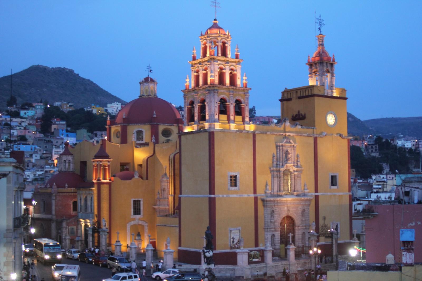 Nuestra Señora de Guanajuato, Famosa por sus iluminaciones, México (18 nov)