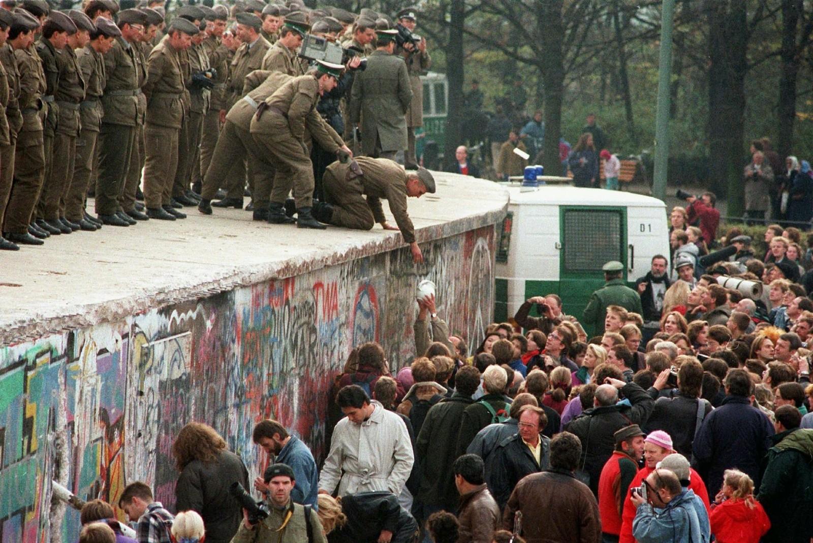 Profecías de Juan Pablo II sobre la Caída del Muro de Berlín