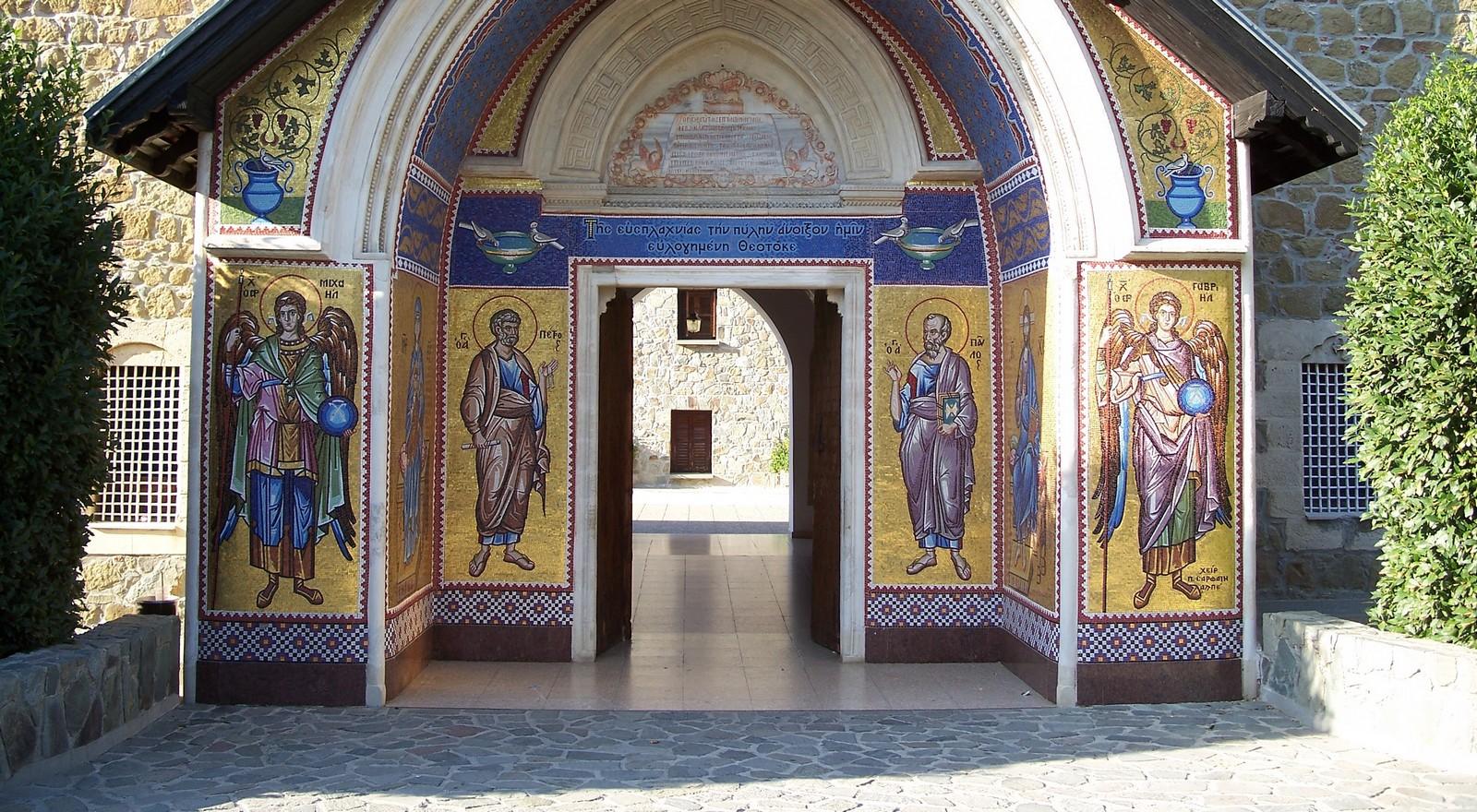 Madre de Dios de la Misericordia de Kykkos, Hecha con Madera del Árbol de la Vida, Chipre (25 nov)