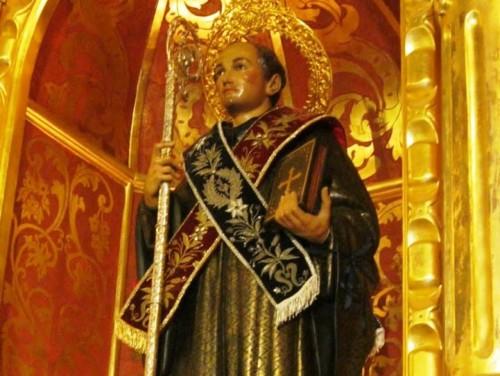 estatua de san benito abad