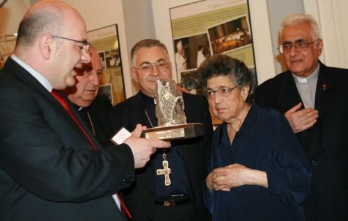 Mística Mamma Natuzza y Obispos