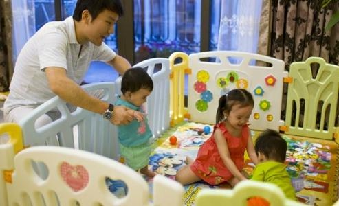 tony jiang y tres bebes nacidos de subrogacion