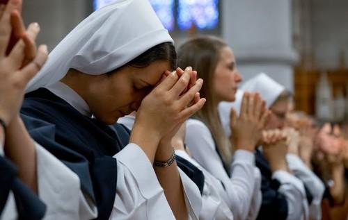monjas orando - copia