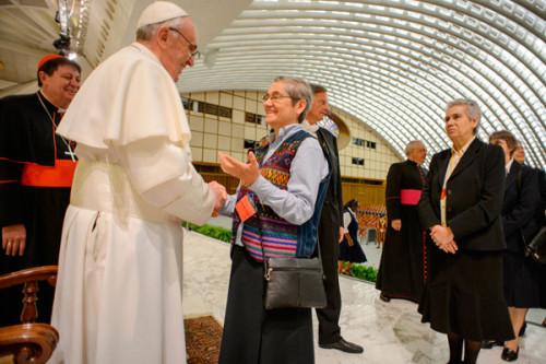 papa francisco y representantes de  International Union of Superiors General - copia