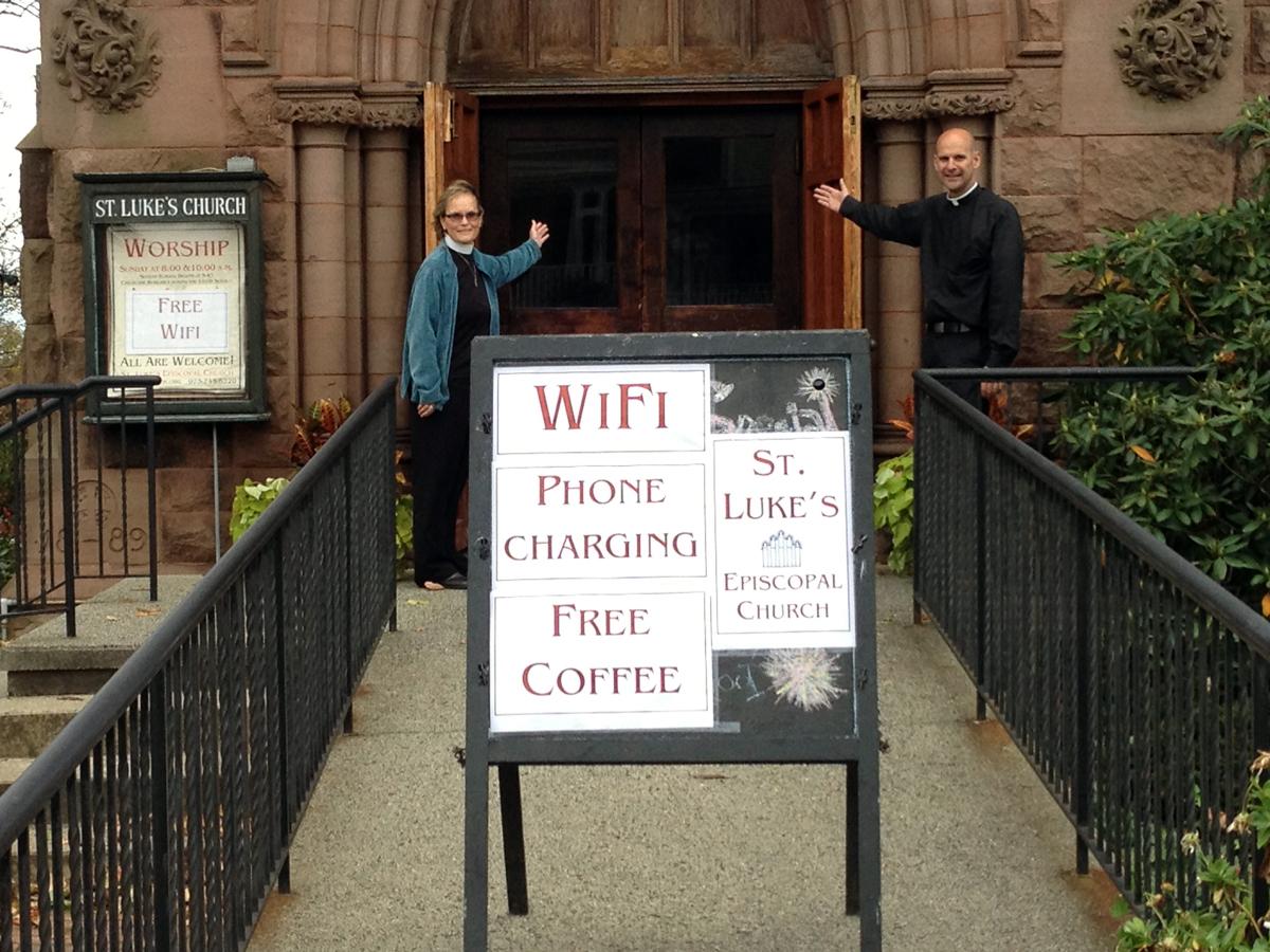 Unos Párrocos Instalan WiFi en sus Iglesias y otros, Bloqueadores ¿qué opinas?