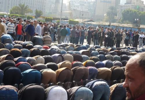 musulmanes orando en europa