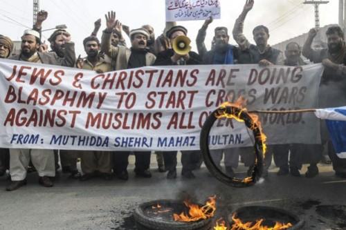 protesta de musulmanes contra judios y cristianos