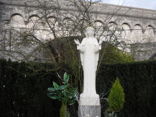 ¿Por qué la Virgen María Insiste en que Recemos Siempre?