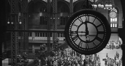 estacion de tren con reloj
