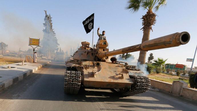 isis con un tanque de guerra