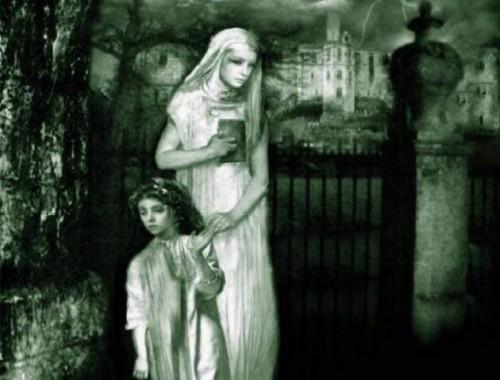 mujer y niña con biblia