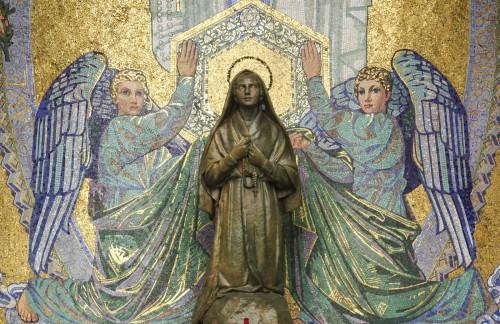 santa bernardita con angeles fondo
