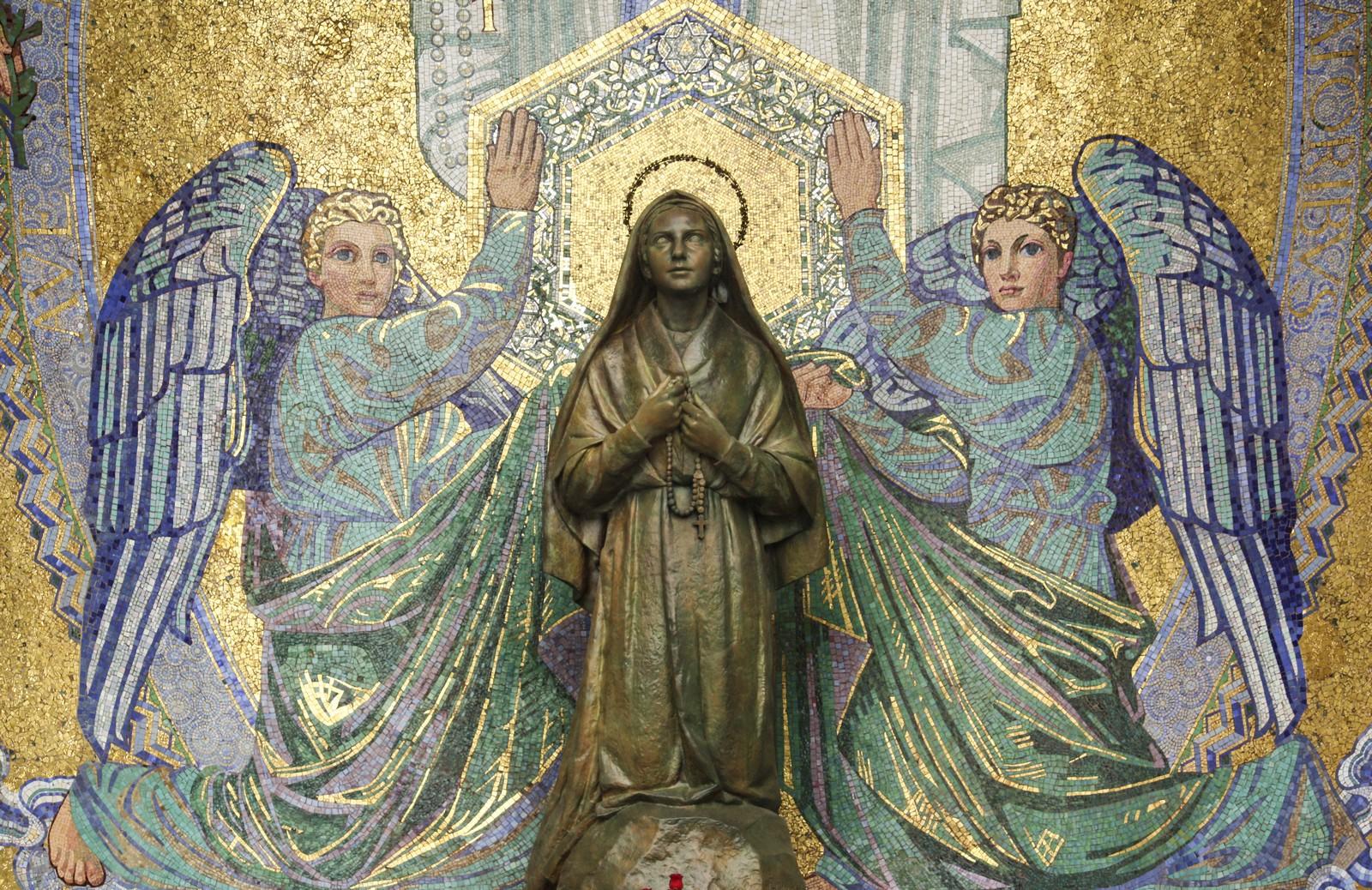 Profecías Inéditas de la Virgen Lourdes Sobre una Gran Guerra a fines del Siglo XX