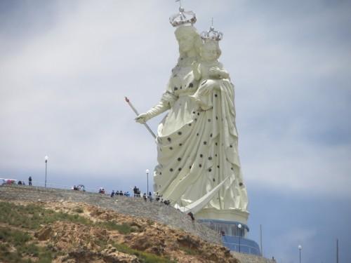 socavon_estatua gigante