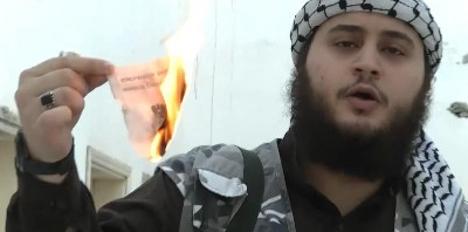adolescente austriaco quemando su pasaporte