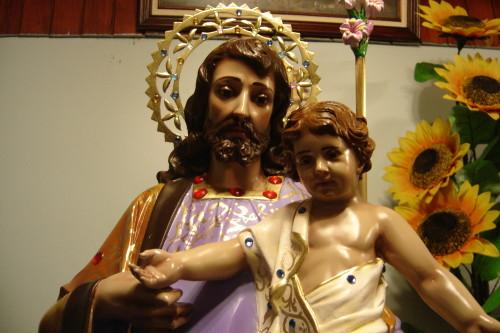 estatua de san jose y el niño