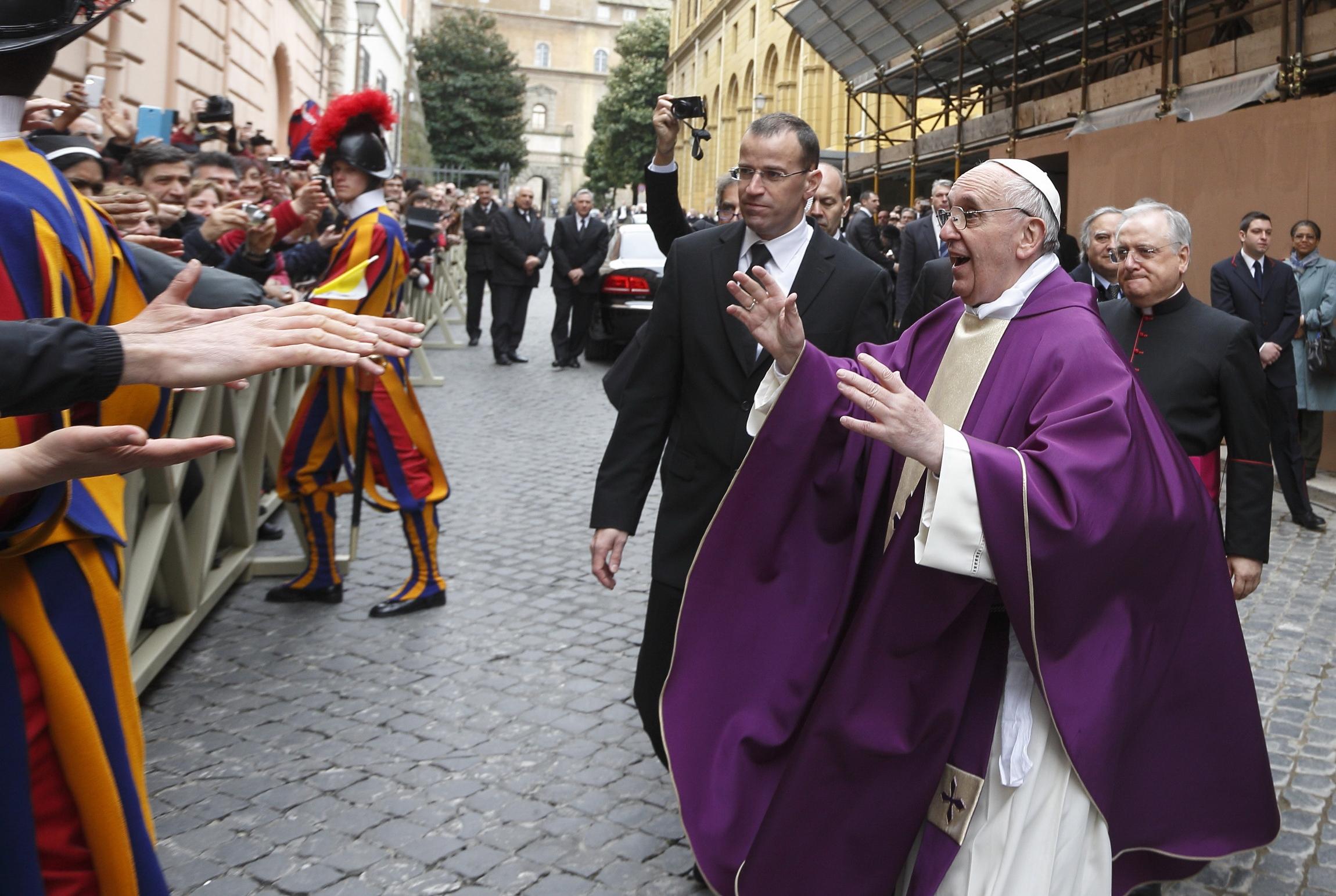 francisco en las calles de roma