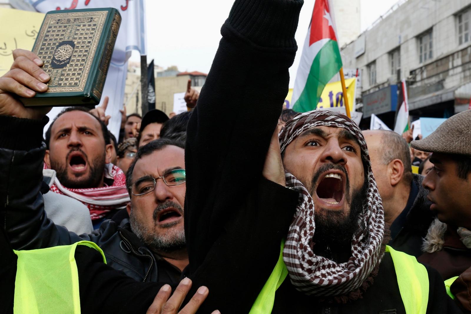Comienza la Rebelión de los estados Europeos contra el Crecimiento de los Musulmanes en sus fronteras, mira como