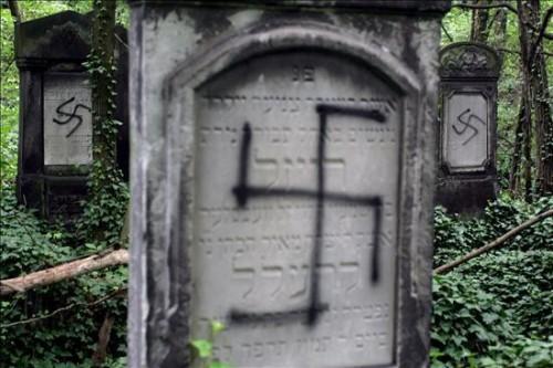 profanan-27-tumbas-en-un-cementerio-judio-del-centro-de-argentina
