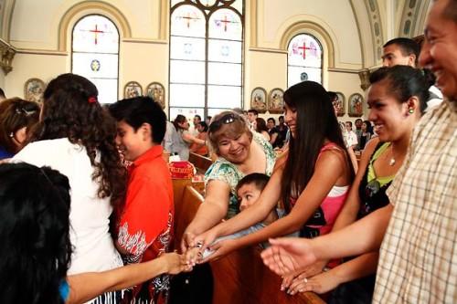saludo de la paz entre latinos