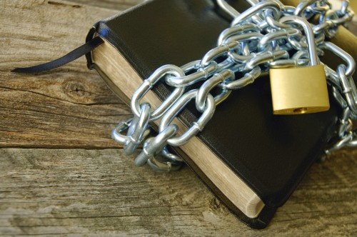 biblia encadenada