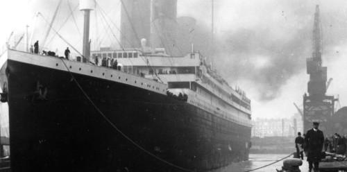 foto original del titanic en el muelle