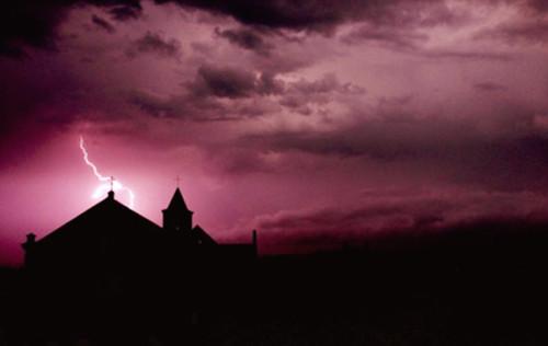 rayo sobre iglesia