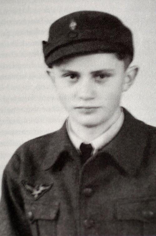 Pope-ratzinger-nazi-youth