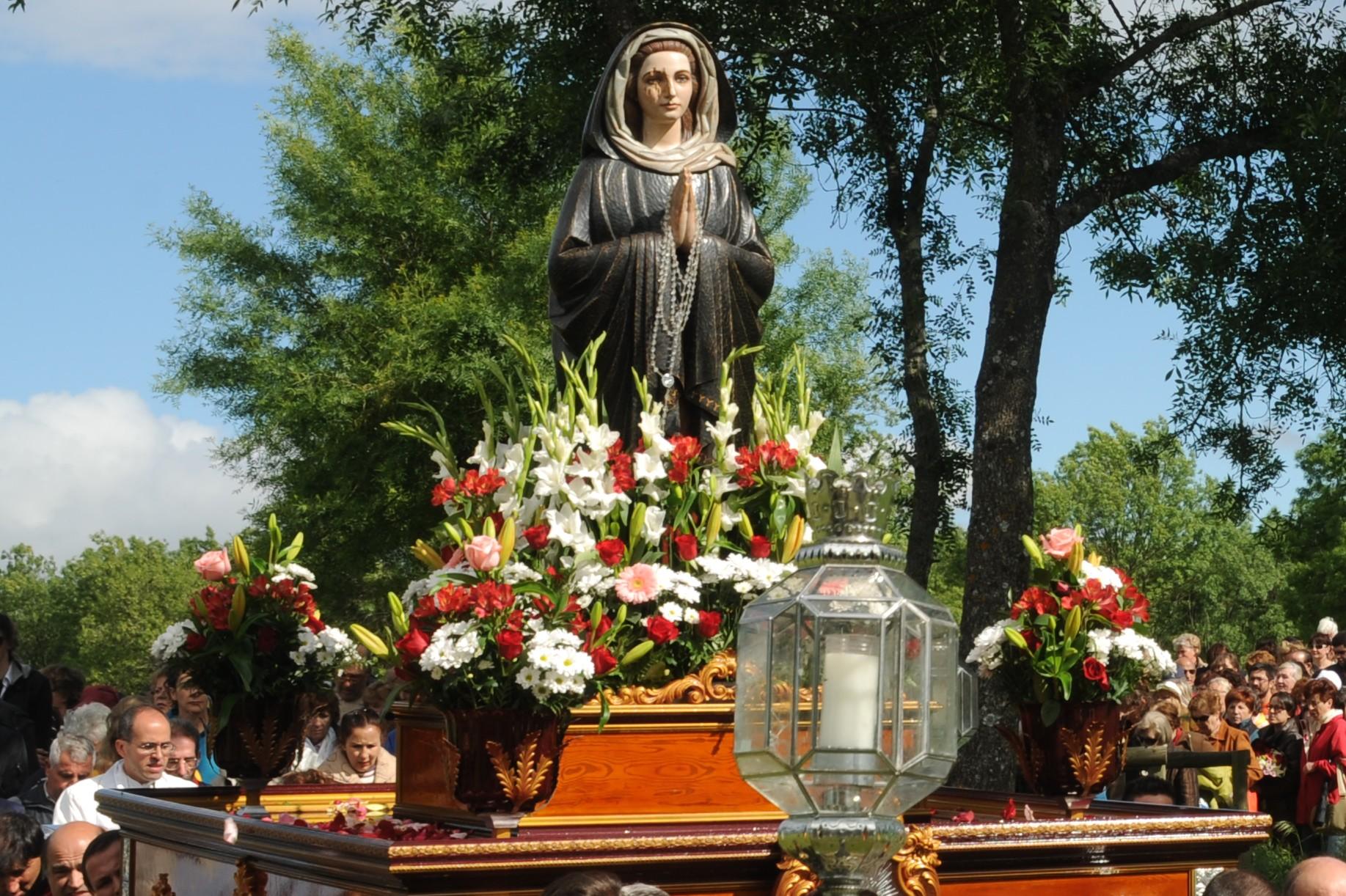 Virgen Dolorosa de El Escorial, Aparición con Muchos Frutos, España (14 jun)