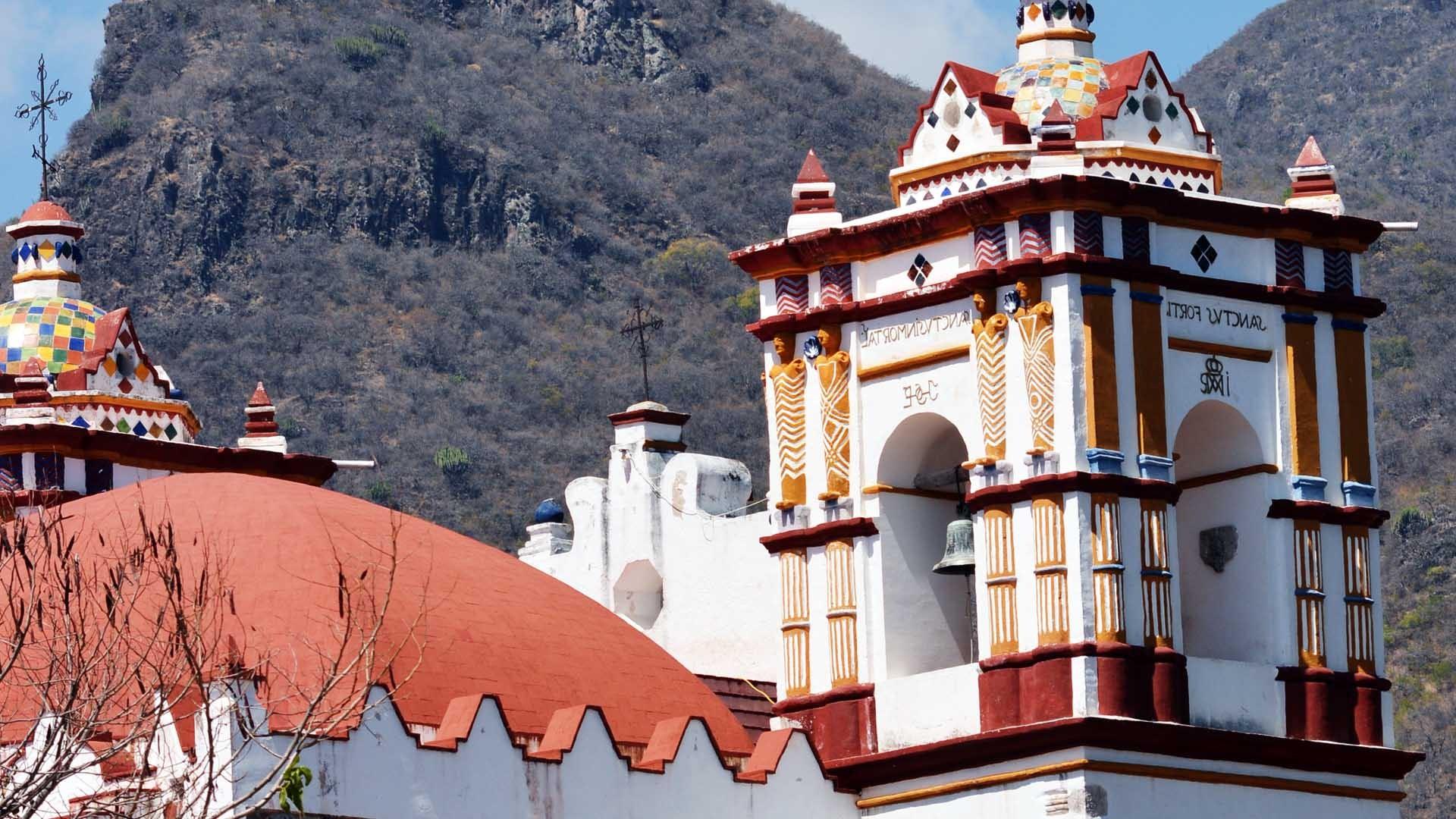 Peregrinaje Multitudinario: Templo de la Preciosa Sangre de Cristo en Teotitlán del Valle, México