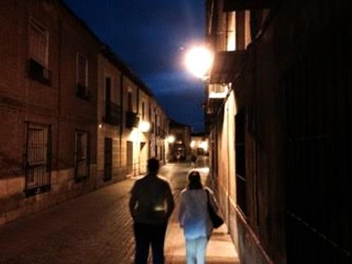 caminando de noche con mi hijo