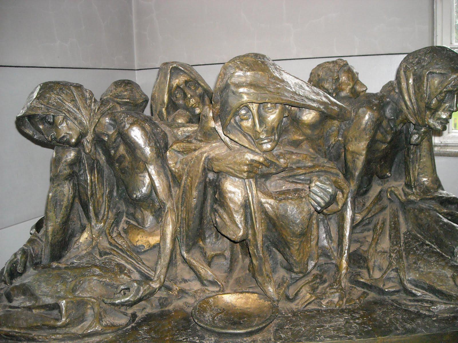 estatua de mujeres sufriendo fondo