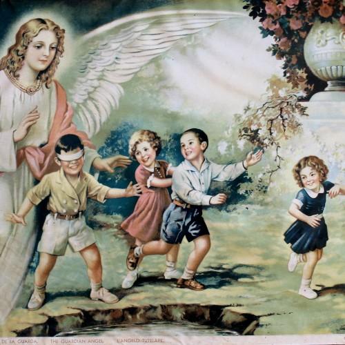 angel cuida a un niño
