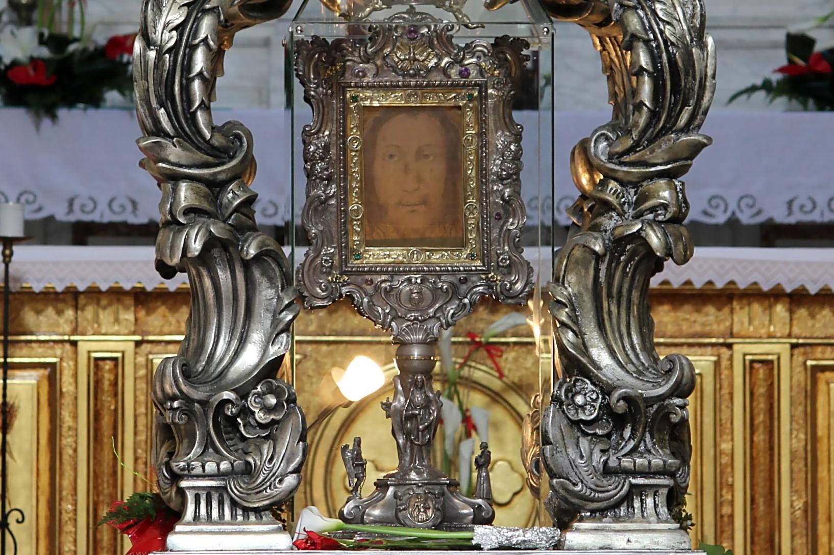La Santa Faz de Manoppello es el Velo de la Verónica [que secó la cara de Jesús]