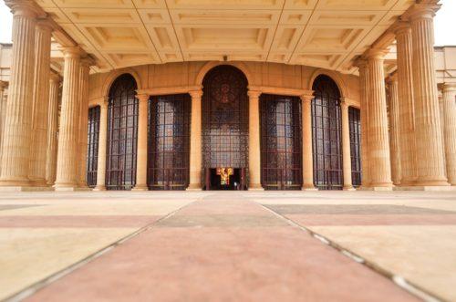 entrada exterior de la iglesia de costa de marfil
