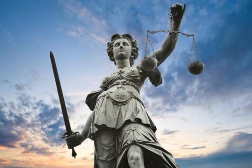 justicia angel con balanza y espada fondo