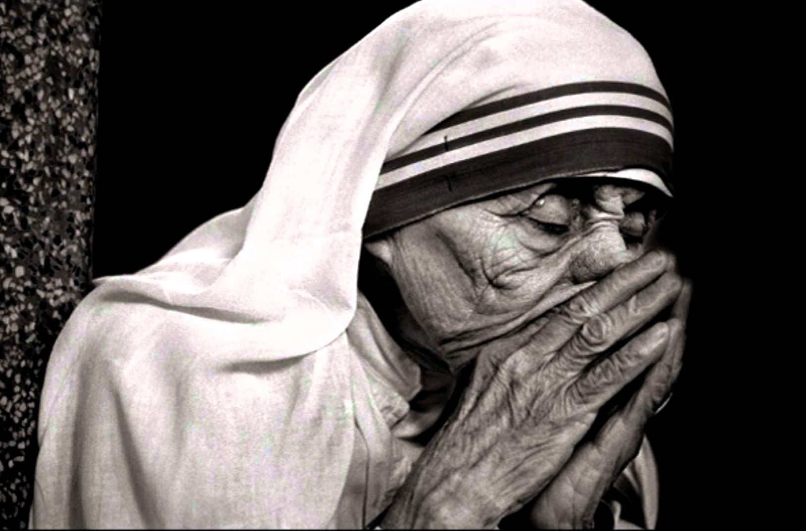 madre teresa orando