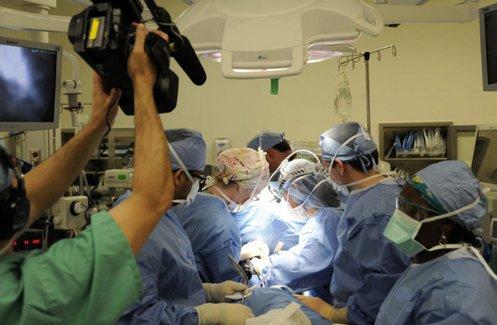 paciente-tratado-en-un-quirofano