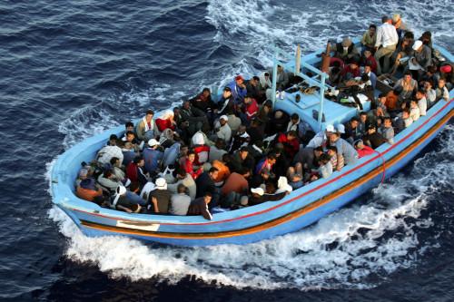 bote con refugiados fondo