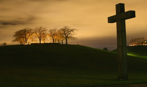 cruz en fondo oscuro fondo