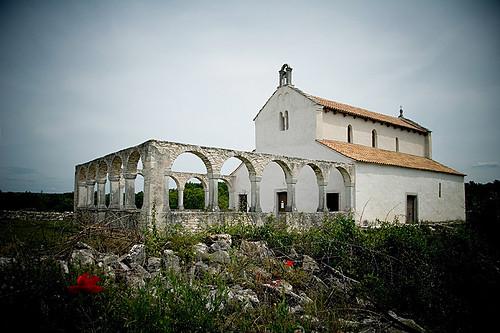 imagen de la iglesia de santa fosca en istria