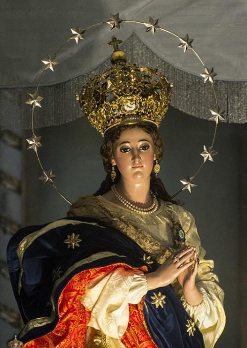 medio cuerpo de virgen de los reyes guatemala