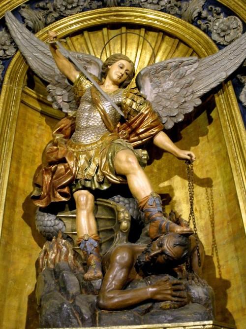 san miguel arcangel pisa cabeza del demonio