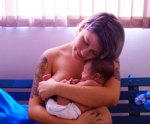 sara winter con su bebe