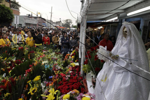Flores para la santa muerte